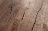 Wicanders Kentucky ąžuolas Santa Fe, stipriai rukytas, alyvuotas, šarmintas, sendintas, gilios tekstūros su įskilimais, su nuožulomis 15x190x1900 mm